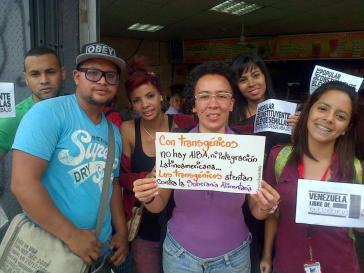 Aktivistinnen und Aktivisten unterstützen die Gesetzesvorlage