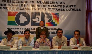 Mitarbeiter der Wahlbehörde TSE bei der Bekanntgabe der Wahlergebnisse