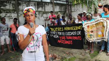 """Mit dem """"Marsch der Turbane"""" fordern die Frauen von der Regierung Maßnahmen, die den Schutz und die Unversehrtheit der Afrogemeinden in Cauca sicherstellen"""