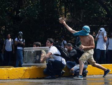Oppositionelle Studenten auf dem Gelände der Zentraluniversität Venezuelas in Caracas