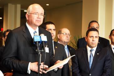Rafael Ramírez, Außenminister Venezuelas, kann ein überwältigendes Abstimmungsergebnis vortragen