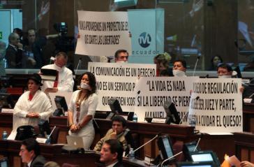… und Demonstration gegen das neue ecuadorianische Mediengesetz