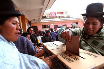 Frauen bei der Wahl in Bolivien