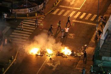 Vor dem Sitz des staatlichen TV-Senders VTV in Táchira in der Nacht zum Freitag