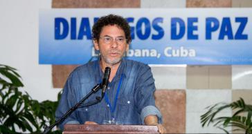 Pastor Alape von der Friedensdelegation der FARC drängt bei der Pressekonferenz am 15. April in Havanna auf einen bilateralen Waffenstillstand