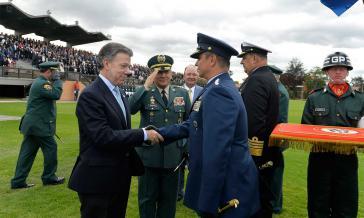Präsident Santos stellte die Friedensjustiz im Rahmen einer Militärzeremonie vor
