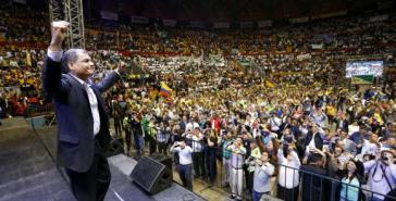 Präsident Correa erhält massive Unterstützung von gewerkschaftlichen und sozialen Organisationen