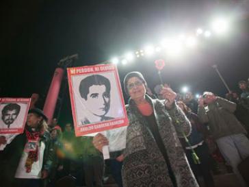 Menschenrechtsgruppen demonstrieren in Chiles Hauptstadt gegen den Freispruch der vier Generäle
