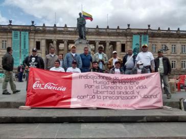 Streikende auf dem Platz Plaza de Bolívar in Bogotá