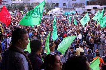 ... und Gegendemonstrationen des Regierungsbündnisses Alianza País