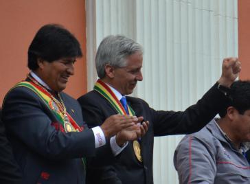 Präsident  Morales und sein Vize Linera nach der offiziellen Amtseinführung