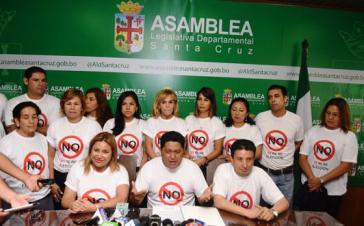 Oppositionspolitiker in Santa Cruz erklären bei einer Pressekonferenz ihre Ablehnung einer Wiederwahl des Präsidenten