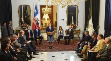 Präsidentin Bachelet bei der feierlichen Verabschiedung des neuen Wahlgesetzes