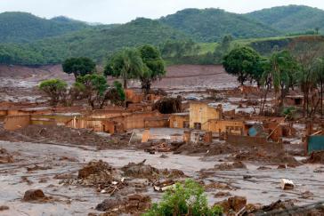 Die toxische Schlammlawine ergoss sich über die Ortschaft Bento Rorigues