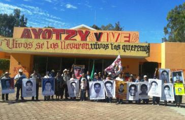Protestaktion der Angehörigen der verschwundenen Lehramtsstudenten aus Ayotzinapa