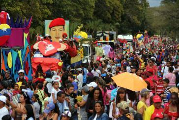 """Karneval in Caracas. Im gesellschaftlichen Leben Venezuelas sei """"der Chavismus heute die einzige soziale, kulturelle, symbolische und politische Kraft"""", so Oscár Schemel"""