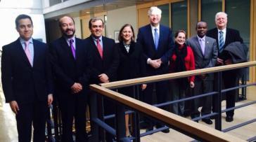 Die Centro Democrático-Delegation mit dem Vizepräsidenten des deutschen Bundestages, Peter Hintze von der CDU (vierter von rechts)