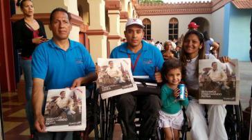 Venezolaner am Dienstag in Caracas mit dem Bild von Hugo Chávez
