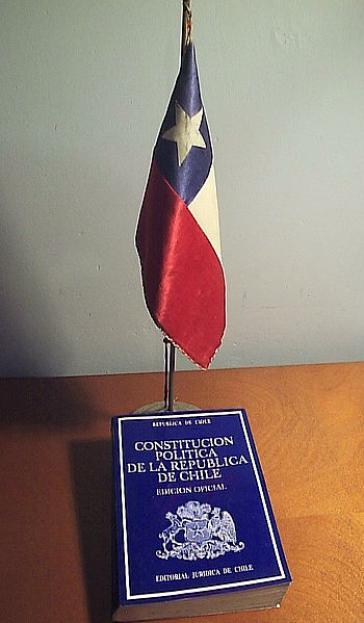Die Verfassung Chiles. Sie stammt noch aus der Diktaturzeit unter Pinochet