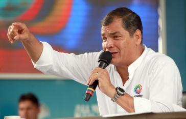 """Präsident Correa bei der wöchentlichen Informationssendung seiner Regierung, """"Enlace Ciudadano"""" am 21. Februar in Santa Clara"""