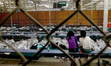 Notunterkunft für unbegleitete minderjährige Flüchtlinge aus Mittelamerika in den USA