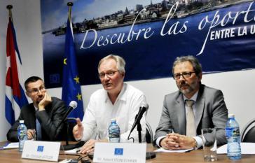 Von links nach rechts: die EU-Vertreter Ben Nupnau, Chistian Leffler  und Robert Steinlechner bei der Pressekonferenz in Havanna