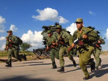 Kubanische Soldaten bei einem Militärmanöver auf der sozialistischen Insel