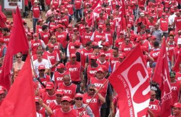 Gewerkschafter vom Dachverband CUT bei einer Demonstration in São Paulo gegen die Kürzungspolitik