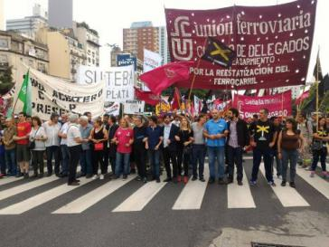 Frontansicht des Demonstrationszuges in Buenos Aires am Dienstag
