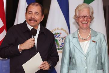 Nicaraguas Präsident Daniel Ortega und die deutsche Botschafterin Ute König bei der Übergabe ihres Beglaubigungschreibens am 5. November 2015
