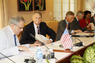 und die Gesandten aus den USA kamen am Freitag zur ersten Zusammenkunft der bilateralen Kommission Kuba-USA zusammen