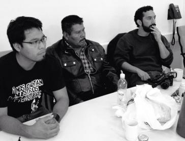 Die Delegation aus Ayotzinapa in Oslo, Norwegen. Von links nach rechts: Omar García von der Lehrerfachschule Raúl Isidro Burgos, der Vater Eleucadio Ortega und der Anwalt Román Hernández Rivas