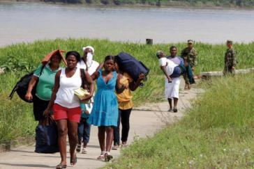 Mai 2014: Menschen fliehen vor Bombardierungen und Besetzungen durch das Militär aus Guapi