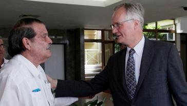 Kubas Vizeaußenminister Abelardo Moreno und Christian Leffler, zuständiger Direktor der EU für Beziehungen zu Nord-und Südamerika