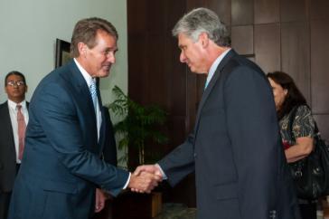 Miguel Díaz-Canel (rechts) und US-Senator Jeff Flakes