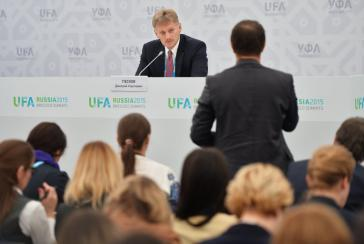 Kreml-Sprecher Dmitri Peskow bei einer Pressekonferenz in Ufa