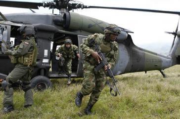 Auf Befehl von Präsident Santos führen die Streitkräfte ständig Offensiven gegen die Farc-Guerilla durch