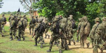 """Soldaten führen """"eine beispiellose Offensive"""" gegen die FARC in der Region Cauca durch, so die Bewegung Marcha Patriótica"""