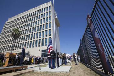 Die US-Fahne wurde in Anwesenheit von US-Außenminister Kerry gehisst