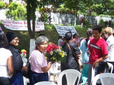 Familienangehörige von Opfern des Bürgerkriegs bei einer Aktion der Menschenrechtsorganisationb Pro Búsqueda