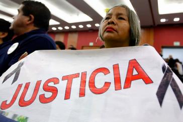 Die Eltern der Lehramtsstudenten bei der Pressekonferenz der GIEI in Mexiko-Stadt