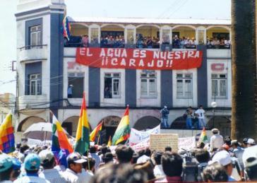 Aufstand gegen Wasserprivatisierung in Cochabamba, Bolivien, im Jahr 2000