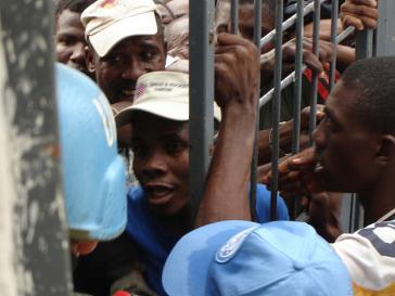 Chaos bei Wahlen ist in Haiti nicht neu: Schon bei den Präsidentschaftswahlen im Februar 2006 (Bild) kam es zu tumultartigen Szenen vor Abstimmungslokalen