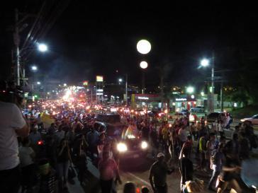 Auch am 16. Fackelzug gegen Korruption in der Hauptstadt Tegucigalpa beteiligten sich Tausende und forderten eine UN-Kommission gegen Straflosigkeit sowie den Rücktritt von Präsident Hernańdez