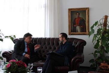 Venezuelas Vizeaußenminister Ortega im Gespräch mit Amerika21-Redakteur Harald Neuber