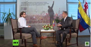 Alejandro Fleming, Vize-Außenminister der Bolivarischen Republik Venezuela mit Florian Warweg (links) im Interview exklusiv für RT Deutsch