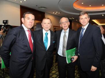 Carlos Chávez (Zweiter von rechts) mit Führungskräften der Conmebol