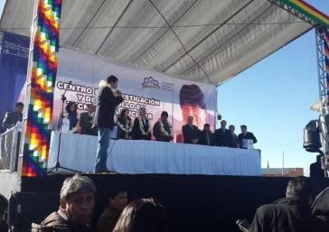 Evo Morales, hier auf der Bühne, erklärt vor Ort die Pläne zur Einrichtung eines Kernforschungszentrums