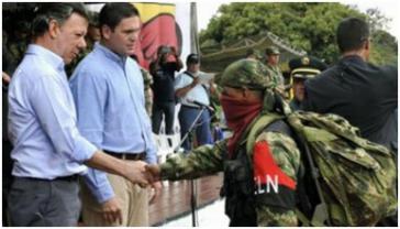 Händedruck von Santos und ELN-Vertretern