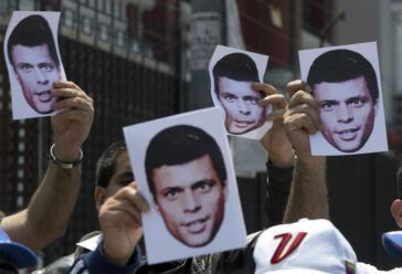 Anhänger von López protestieren gegen seine Inhaftierung, hier vor der venezolanischen Botschaft in Lima, Peru